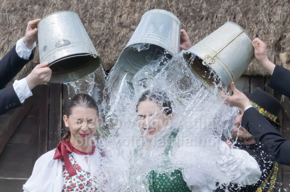 Easter watering in Szenna